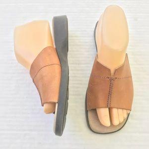 Vintage Women's 7 Tan LEATHER slides sandals Brown